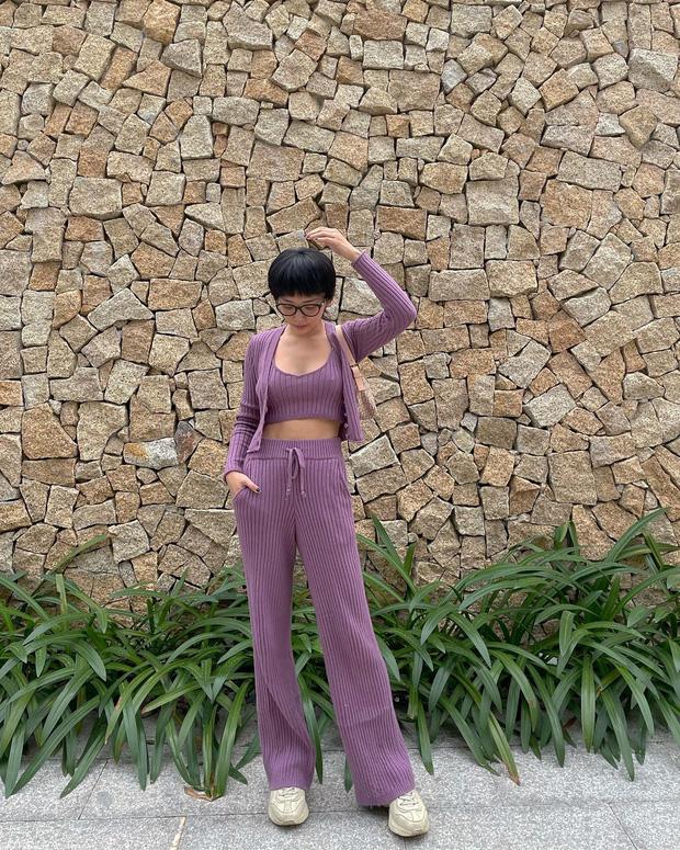 Instagram look của sao Việt: Ngọc Trinh diện áo cắt khoét nhìn mà ngượng thay, Xoài Non đơn giản mà xinh ngất - Ảnh 3.
