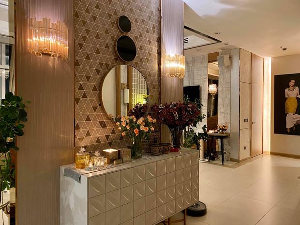 Thăm nhà triệu đô của Hoa hậu Thu Hoài: Phòng chứa hàng hiệu đẹp ngất, đến Trấn Thành còn mê - Ảnh 1.