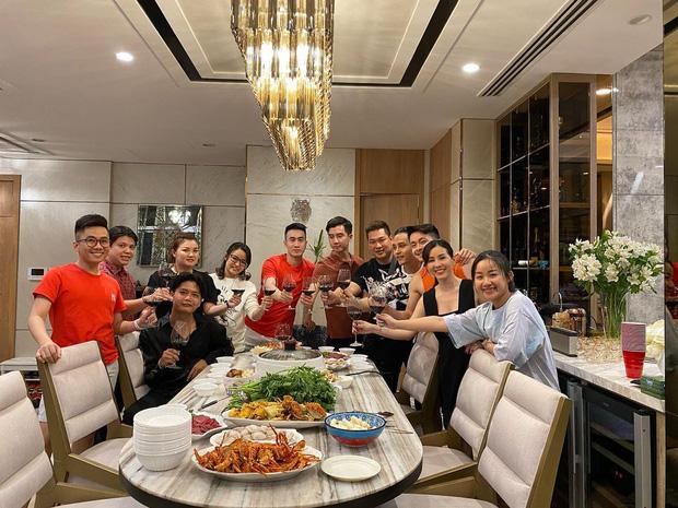 Thăm nhà triệu đô của Hoa hậu Thu Hoài: Phòng chứa hàng hiệu đẹp ngất, đến Trấn Thành còn mê - Ảnh 3.