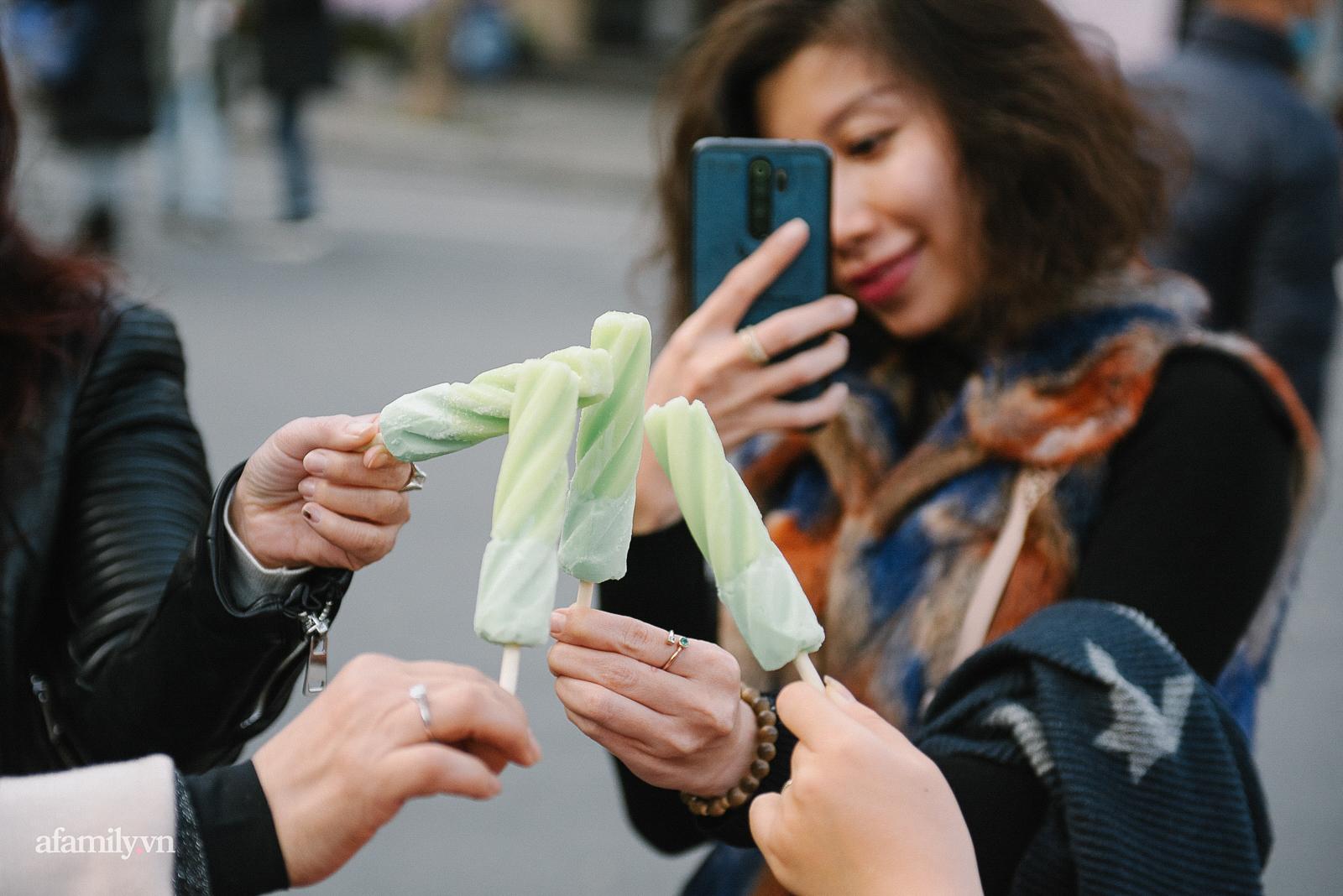 Ăn kem mùa đông ở Hà Nội, thú vui chỉ ai yêu mùa đông mới hiểu - Ảnh 2.