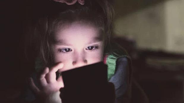 Bé gái 8 tuổi lấy gần 500 triệu của mẹ để nạp game, đứng luôn top 1 bảng xếp hạng - Ảnh 1.