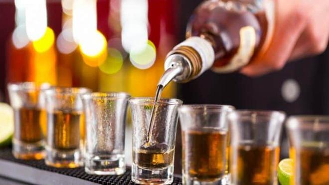 Nghiên cứu tiết lộ: Uống rượu gây thiếu vitamin B1, dẫn đến căn bệnh nguy hiểm khi có tuổi - Ảnh 2.