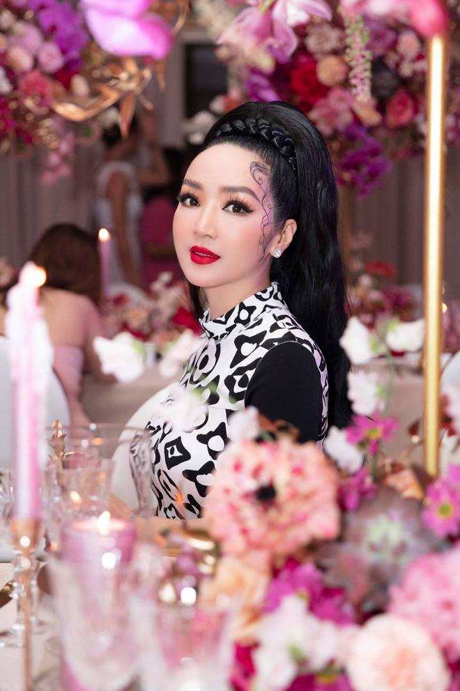 Tuổi 45, Trương Ngọc Ánh vẫn sexy, nổi bật tại sự kiện - Ảnh 10.