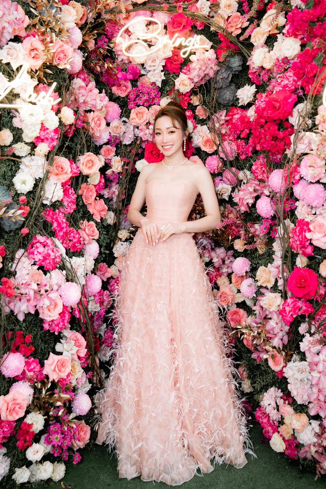Tuổi 45, Trương Ngọc Ánh vẫn sexy, nổi bật tại sự kiện - Ảnh 1.