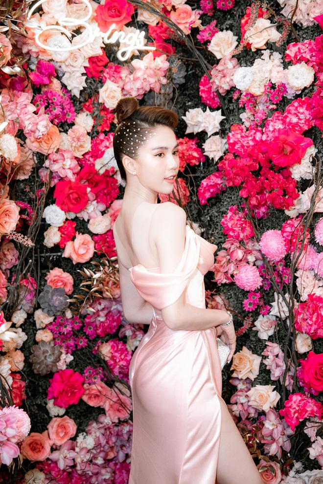 Tuổi 45, Trương Ngọc Ánh vẫn sexy, nổi bật tại sự kiện - Ảnh 4.