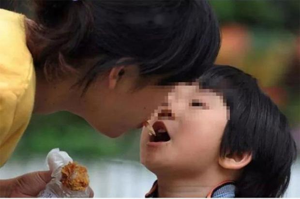 Loại vi khuẩn mà 70% người Việt đang nhiễm: Thuộc nhóm gây ung thư số 1, dễ lây lan cho nhau qua 4 thói quen tai hại khi ăn cơm  - Ảnh 3.