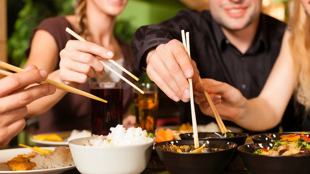 Loại vi khuẩn mà 70% người Việt đang nhiễm: Thuộc nhóm gây ung thư số 1, dễ lây lan cho nhau qua 4 thói quen tai hại khi ăn cơm  - Ảnh 2.