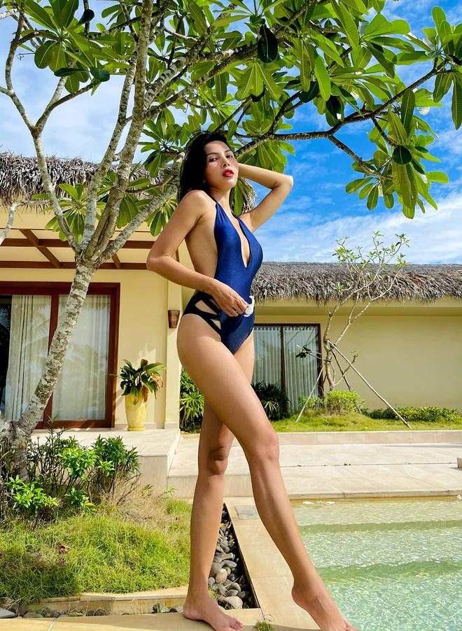 Vẻ nóng bỏng tuổi 33 của nữ siêu mẫu bị đồn yêu hoa hậu Kỳ Duyên - Ảnh 5.