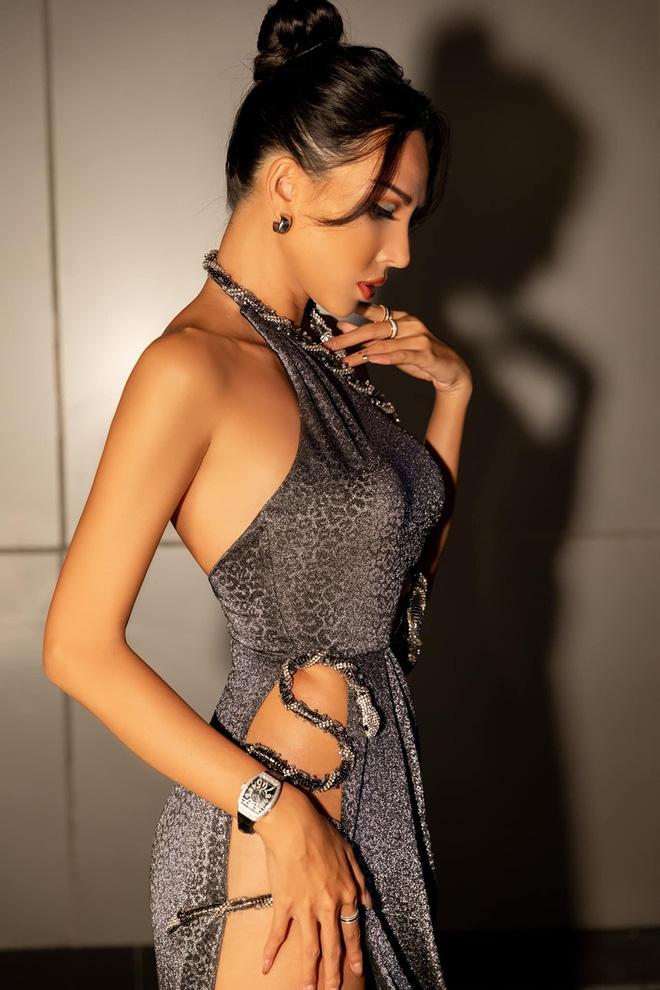 Vẻ nóng bỏng tuổi 33 của nữ siêu mẫu bị đồn yêu hoa hậu Kỳ Duyên - Ảnh 8.