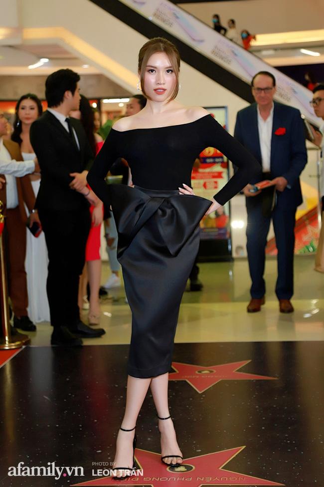 Việt Hương táo bạo với váy xẻ ngực sâu, con trai Anh Thư càng lớn càng điển trai đặc biệt là chiều cao vượt trội cả mẹ - Ảnh 9.