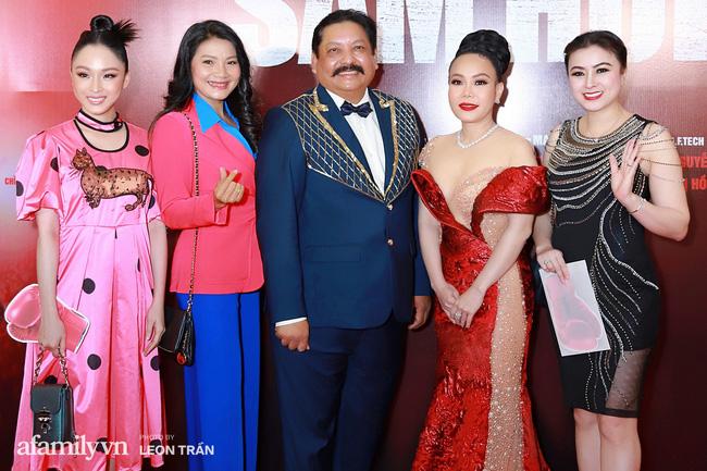 Việt Hương táo bạo với váy xẻ ngực sâu, con trai Anh Thư càng lớn càng điển trai đặc biệt là chiều cao vượt trội cả mẹ - Ảnh 6.