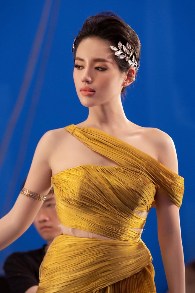 Á hậu Tú Anh đọ sắc cùng Angela Phương Trinh và Khánh Linh - Ảnh 6.