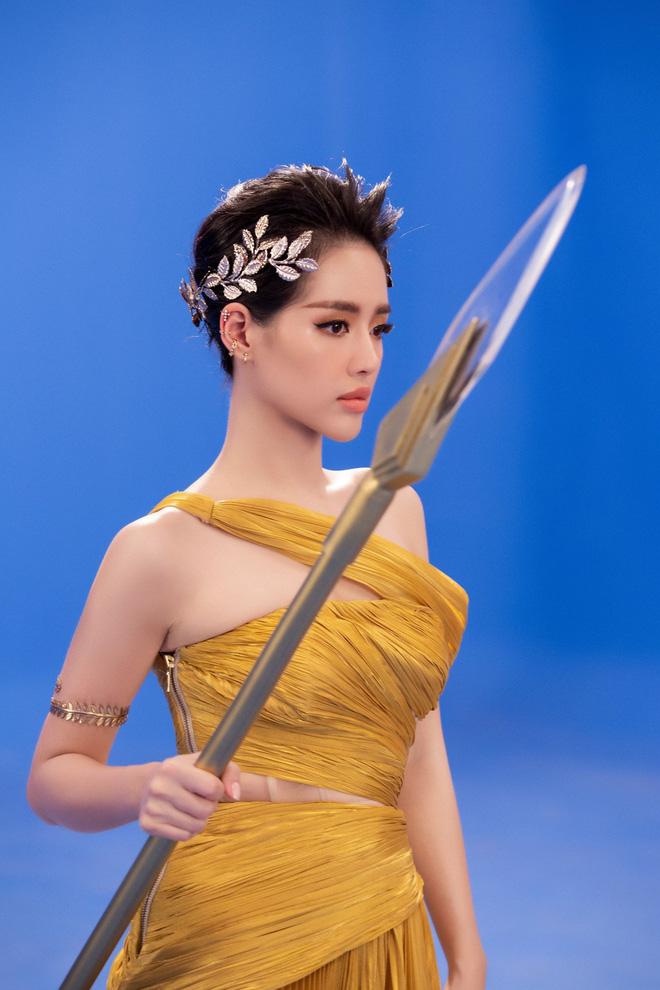 Á hậu Tú Anh đọ sắc cùng Angela Phương Trinh và Khánh Linh - Ảnh 7.