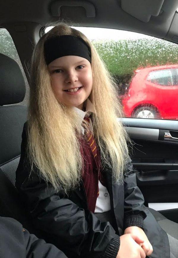Bé gái người Anh sở hữu mái tóc giống hệt thiên tài Vật lý Einstein do mắc phải hội chứng hiếm gặp - Ảnh 7.