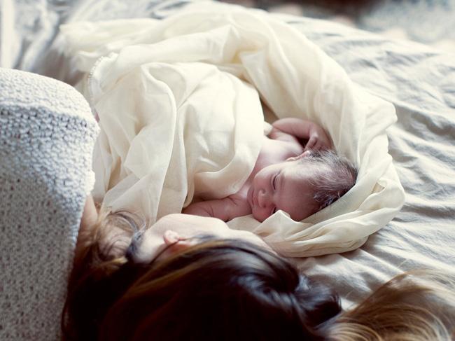 Quyết định cho con nằm giường thay cho nằm cũi, bà mẹ không ngờ mình lại bị ném đã dữ dội chỉ vì một lý do - Ảnh 5.