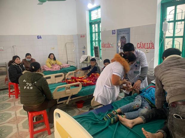 Nghệ An: 7 học sinh tiểu học nhập viện nghi ngộ độc - Ảnh 1.