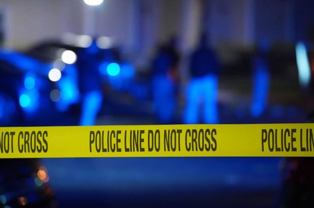 Mỹ: Bé 18 tháng tuổi nghịch súng, bắn tử vong anh trai 5 tuổi - Ảnh 1.
