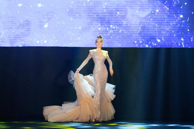 Xem Trân Đài ở Chung kết Đại Sứ Hoàn Mỹ mà cứ ngỡ cựu Hoa hậu Hoàn vũ Demi! - Ảnh 4.