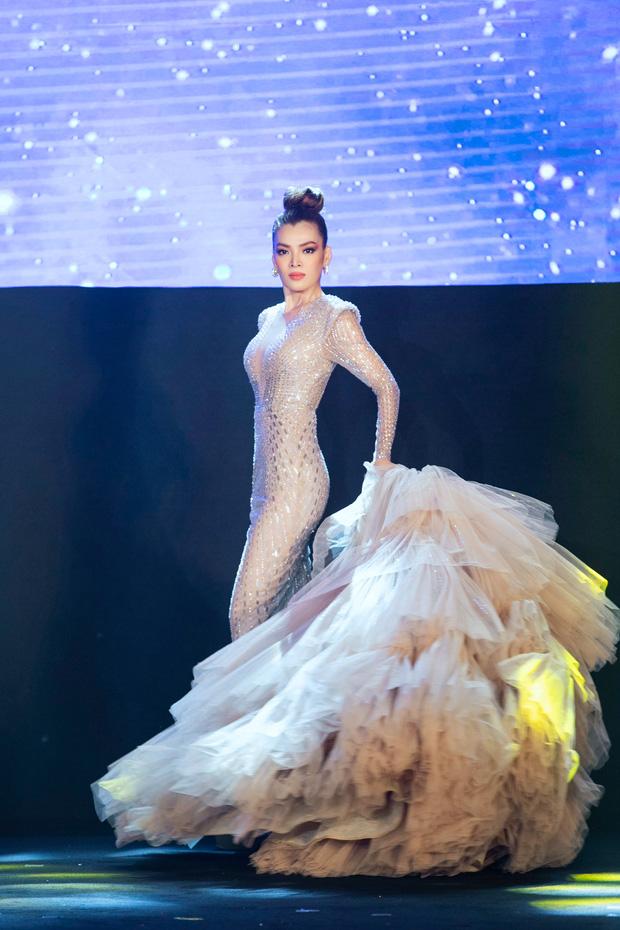 Xem Trân Đài ở Chung kết Đại Sứ Hoàn Mỹ mà cứ ngỡ cựu Hoa hậu Hoàn vũ Demi! - Ảnh 5.