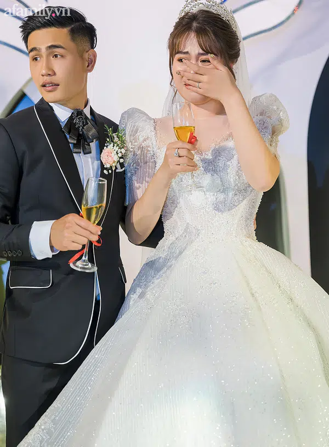 Câu chuyện như phim đằng sau đám cưới tiền tỷ với dàn xe rước dâu 300 chiếc ở Bắc Ninh: Chàng đầu bếp bị cô chủ