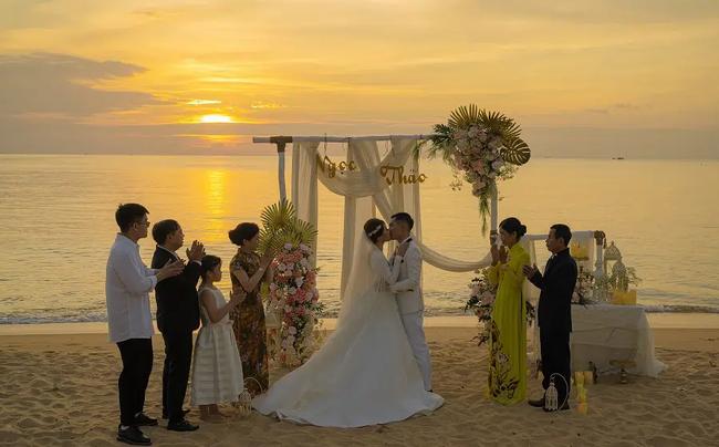 Câu chuyện như phim đằng sau đám cưới tiền tỷ với dàn xe rước dâu 300 ô tô sang xịn ở Bắc Ninh: Chàng đầu bếp bị cô chủ