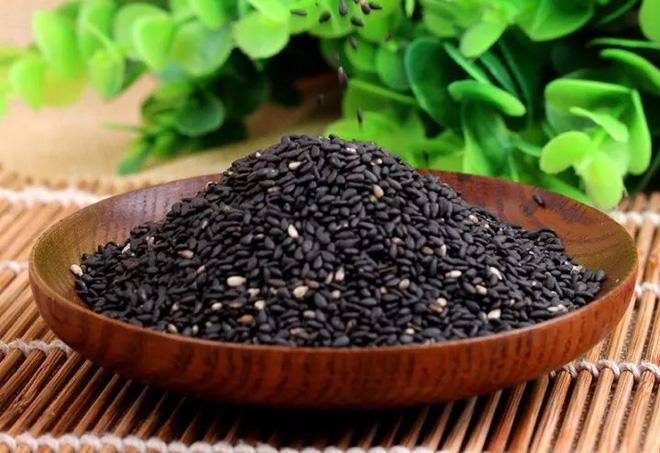 BS Đông y hướng dẫn cách làm món ăn từ vừng đen: Bổ thận, đen tóc, xương khớp chắc khỏe - Ảnh 2.