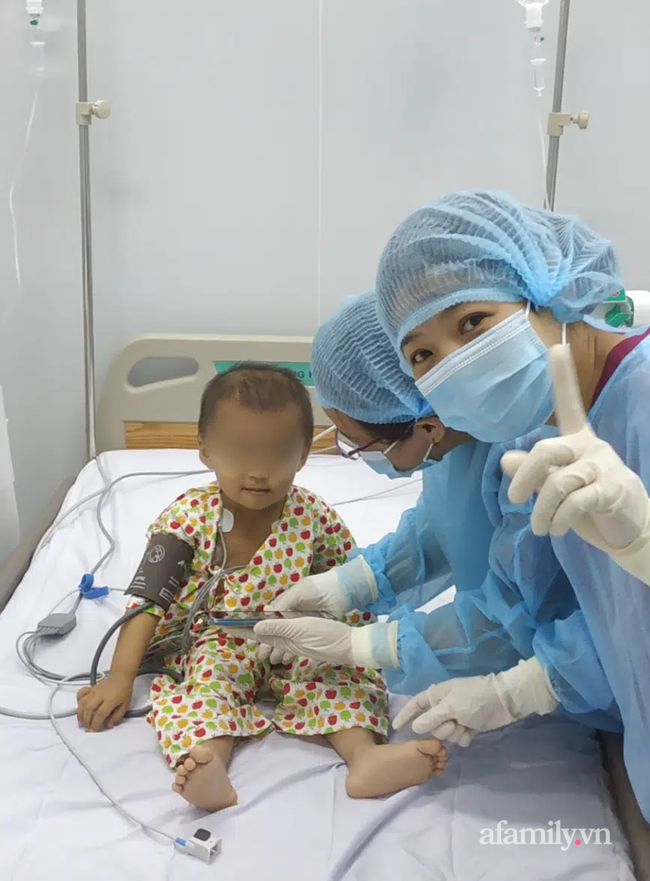 TP.HCM: Lần đầu tiên, bệnh viện nhi đồng ghép tế bào gốc tự thân cứu bé gái có tỉ lệ sống chỉ còn 12% - Ảnh 7.