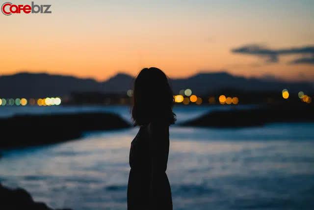 30 tuổi vẫn độc thân, hãy đọc Murakami Haruki: Đừng vì cô đơn quá lâu mà bước vào một mối quan hệ tạm bợ - Ảnh 1.