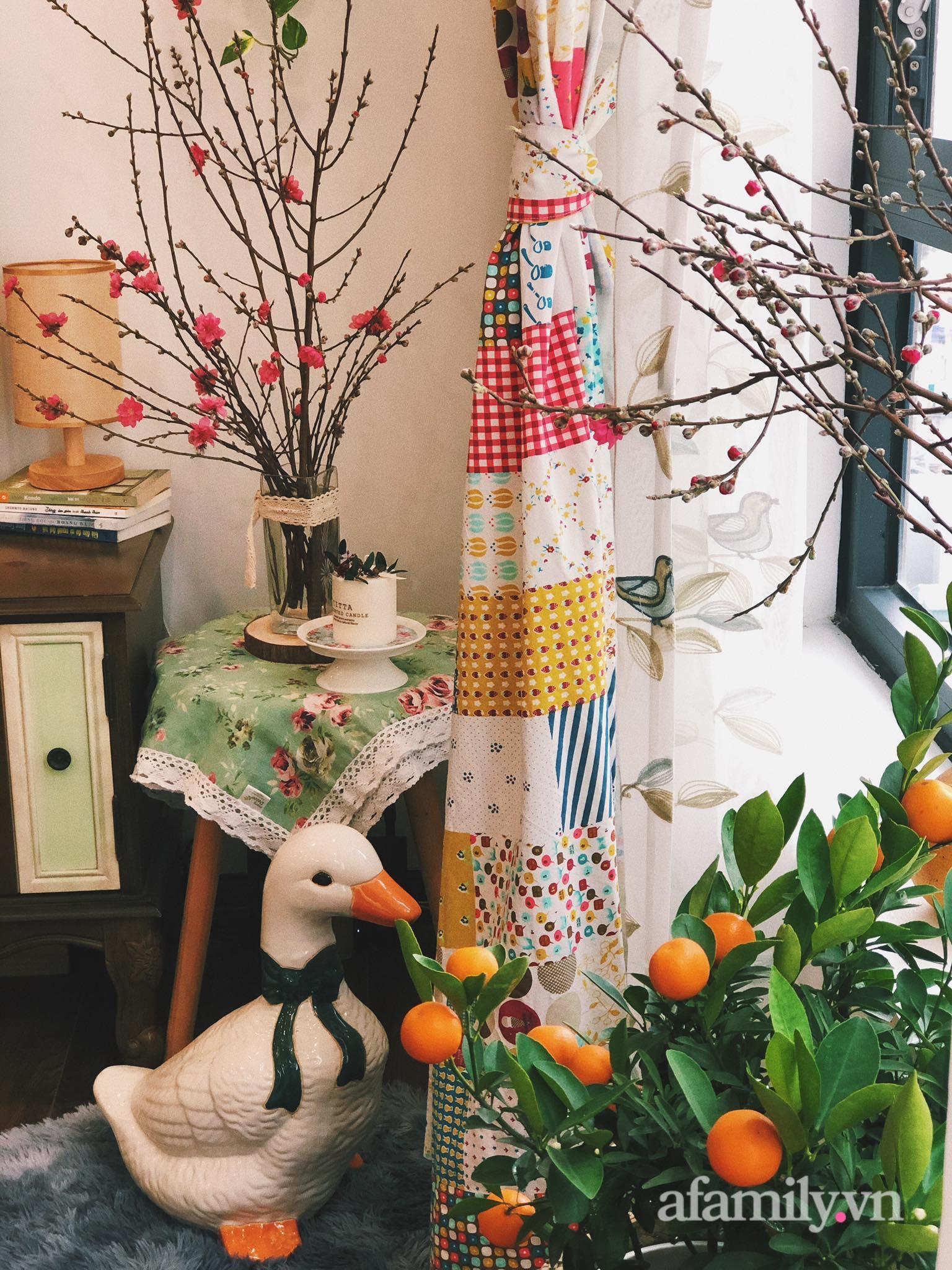 Mẻ đảm Hà Nội khéo mang Tết vào tổ ấm đẹp duyên dáng với gốm và hoa - Ảnh 18.