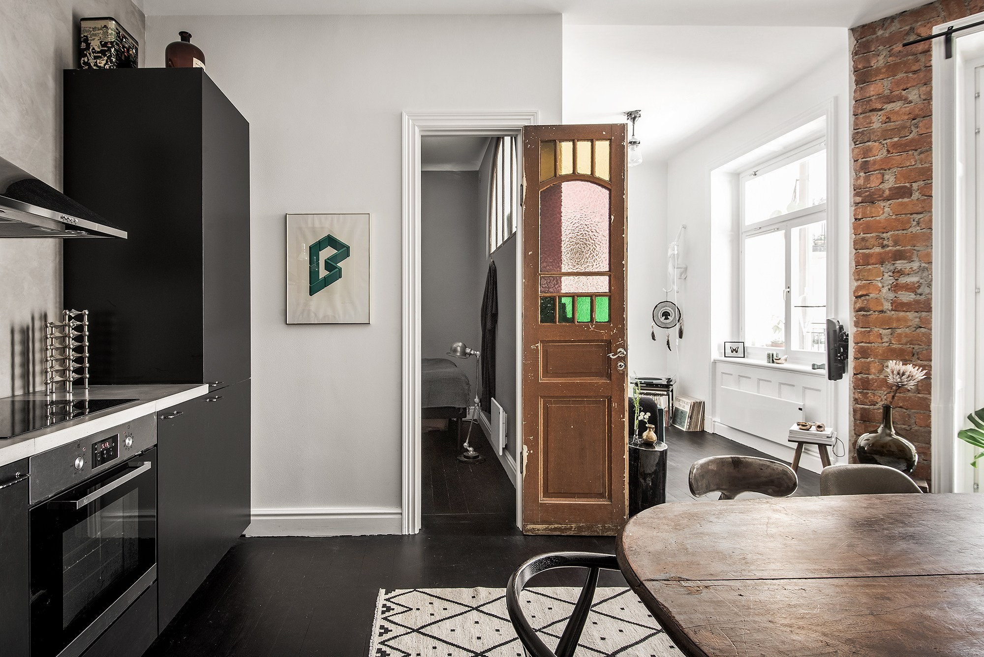 Tận dụng đồ cũ, căn hộ 42m² vẫn đẹp cá tính từng góc nhỏ - Ảnh 8.