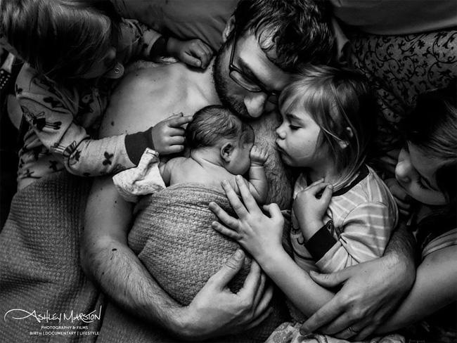20 bức ảnh sinh nở ghi lại vẻ đẹp và sức mạnh phi thường của những người mẹ khi vượt cạn trong năm dịch bệnh - Ảnh 2.