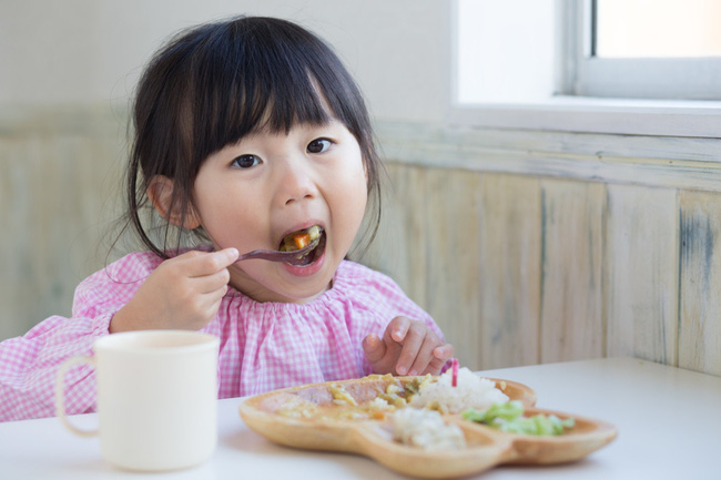 Dù bận rộn đến đâu, cha mẹ cũng không nên cho trẻ ăn những thực phẩm này vào buổi sáng - Ảnh 3.