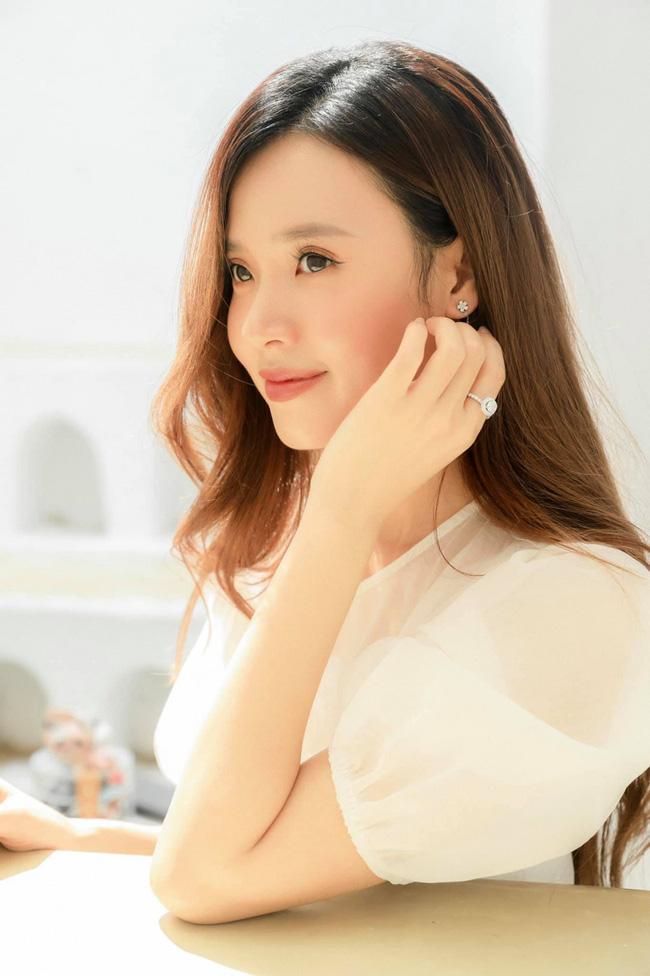 Dàn mỹ nhân Việt xinh đẹp, giàu có nhưng vẫn độc thân: Lý Nhã Kỳ, Thanh Hằng chưa một lần tiết lộ bạn trai, Sam đặt tiêu chuẩn gây tranh cãi - Ảnh 5.