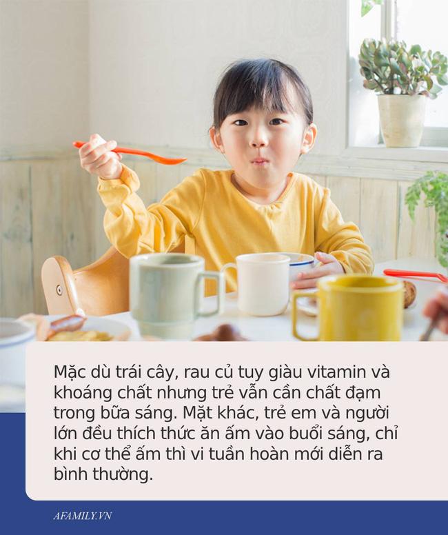 Dù bận rộn đến đâu, cha mẹ cũng không nên cho trẻ ăn những thực phẩm này vào buổi sáng - Ảnh 2.
