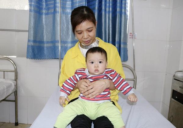 Mổ cấp cứu tháo lồng ruột cho trẻ 8 tháng - Ảnh 2.