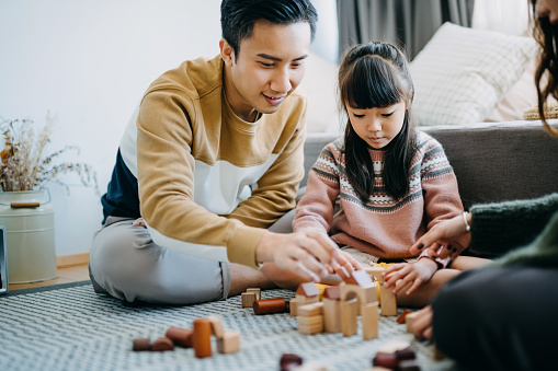 Chuyên gia gợi ý 2 cách kích hoạt trí não trẻ đơn giản có thể áp dụng ngay từ bé, trẻ càng làm nhiều càng thông minh - Ảnh 1.