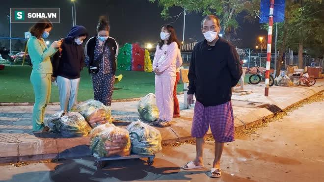 Cuộc giải cứu nông sản Hải Dương lúc nửa đêm tại Hà Nội, nhiều người mua cả tạ hàng - Ảnh 4.