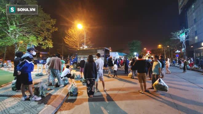 Cuộc giải cứu nông sản Hải Dương lúc nửa đêm tại Hà Nội, nhiều người mua cả tạ hàng - Ảnh 2.
