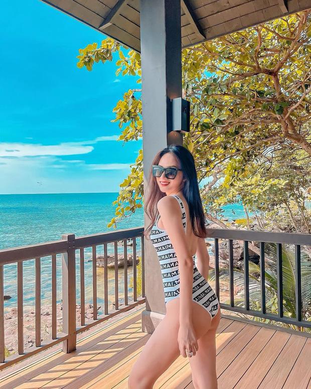 Đại chiến bikini đầu năm của dàn mỹ nhân Việt: Ngọc Trinh kín đáo lạ thường, Chi Pu táo bạo lộ cả chân ngực - Ảnh 6.