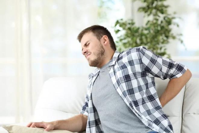 10 triệu chứng thoát vị đĩa đệm bạn cần lưu ý - Ảnh 1.