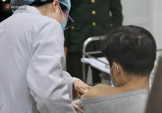 11 nhóm người được ưu tiên tiêm vaccine Covid-19 đầu tiên ở Việt Nam - Ảnh 1.