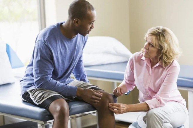 10 triệu chứng thoát vị đĩa đệm bạn cần lưu ý - Ảnh 6.