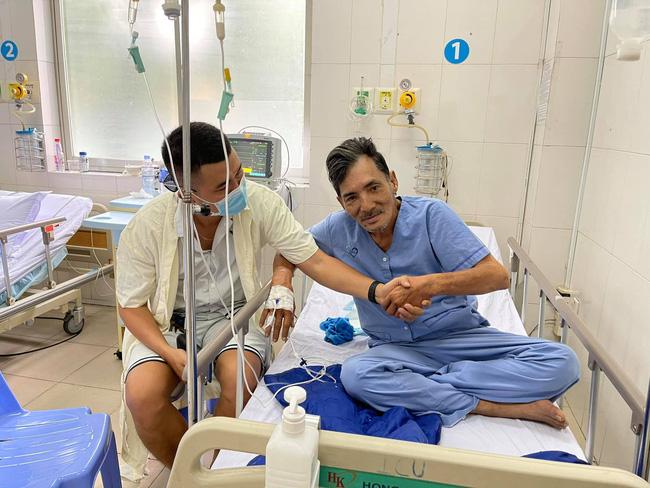Hình ảnh mới nhất của diễn viên Thương Tín: Sức khỏe đã ổn, có thể ngồi ăn và nói chuyện được - Ảnh 2.