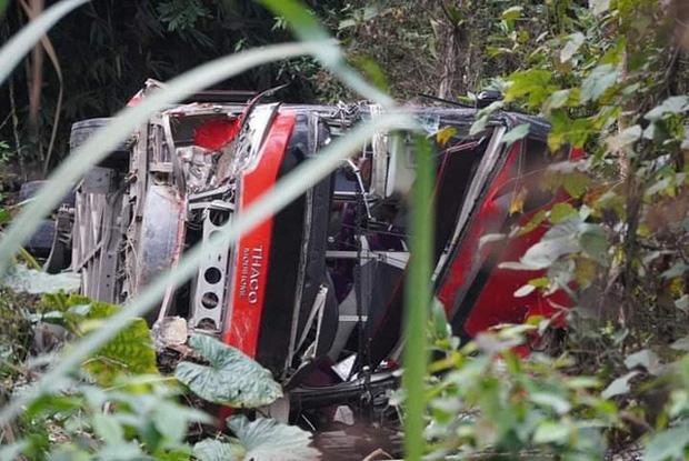 Xe khách giường nằm lao xuống vực ở Tuyên Quang, 1 người tử vong - Ảnh 1.