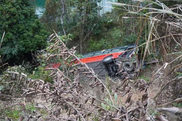 Xe khách giường nằm lao xuống vực ở Tuyên Quang, 1 người tử vong - Ảnh 2.