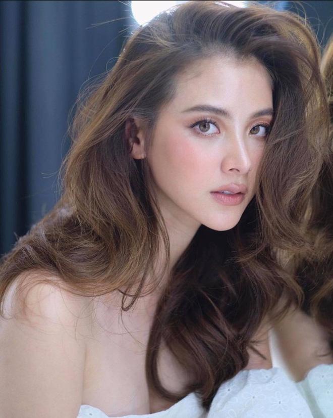 Nữ thần Thái Lan gây sốt xình xịch với bộ ảnh cận cảnh nhan sắc đẹp rụng rời - Ảnh 1.