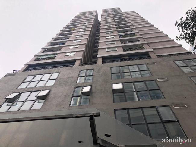 Người phụ nữ quay clip kêu gào mọi người cứu bé gái rơi từ tầng 13 chung cư xuống đất: