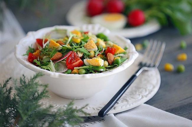 Ăn salad để giảm cân? Tám cách ăn salad sai lầm có thể gây phản tác dụng, thậm chí hại sức khỏe - Ảnh 4.