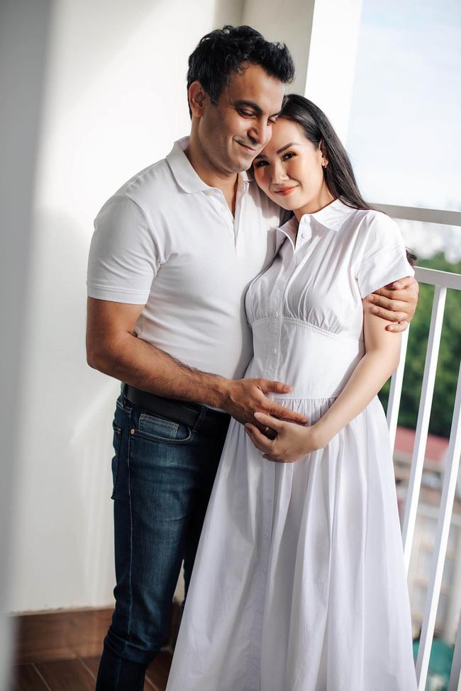 Võ Hạ Trâm khoe hình ảnh mang thai con đầu lòng với chồng Ấn Độ - Ảnh 2.