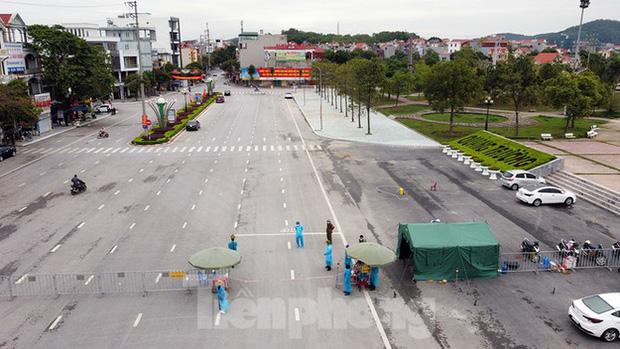 Toàn cảnh TP. Chí Linh trước giờ gỡ phong tỏa - Ảnh 2.